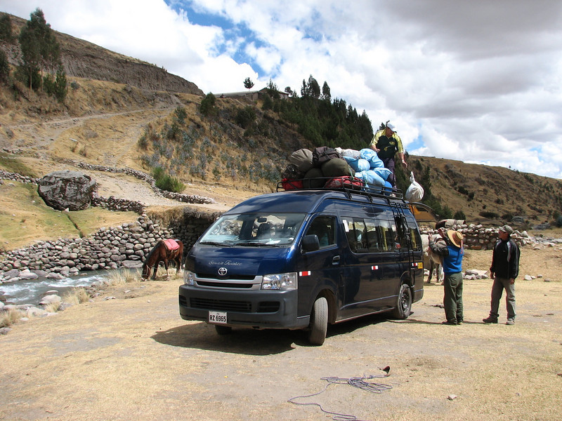 the last stage: from Tinqui 3900m to Cuzco 3190m with the bus in 5 hours (Peru 2009, Tinqui 3900m.  Auzangate )