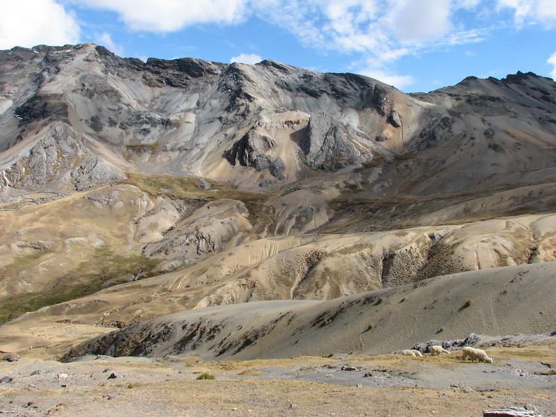 nice colours of the Nevado Queullacocha 4800m (Peru 2009, Upispampa- Arapapass 4770m - Auzangate pass 4870m - Auzangatecocha 4670m. Ausangate)