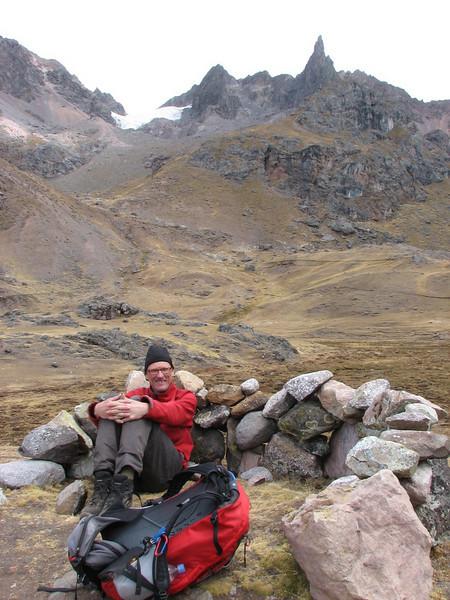 Adriaan resting  in the hiding-place of a shepherd (Peru 2009, Upispampa- Arapapass 4770m - Auzangate pass 4870m - Auzangatecocha 4670m. Ausangate)