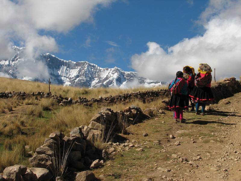 Peruvian girls (Peru 2009, Tinqui 3900m - Upispampa 4450m. Auzangate)