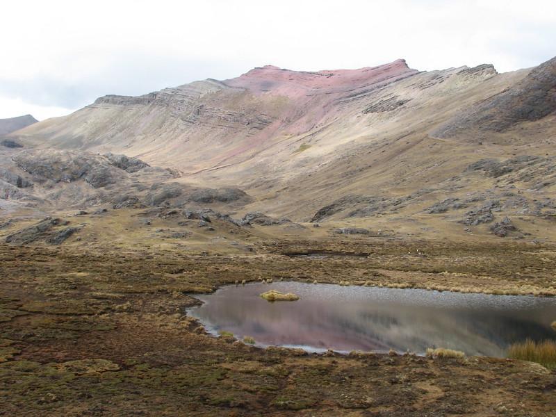 red coloured rocks (Peru 2009, Upispampa- Arapapass 4770m - Auzangate pass 4870m - Auzangatecocha 4670m. Ausangate)