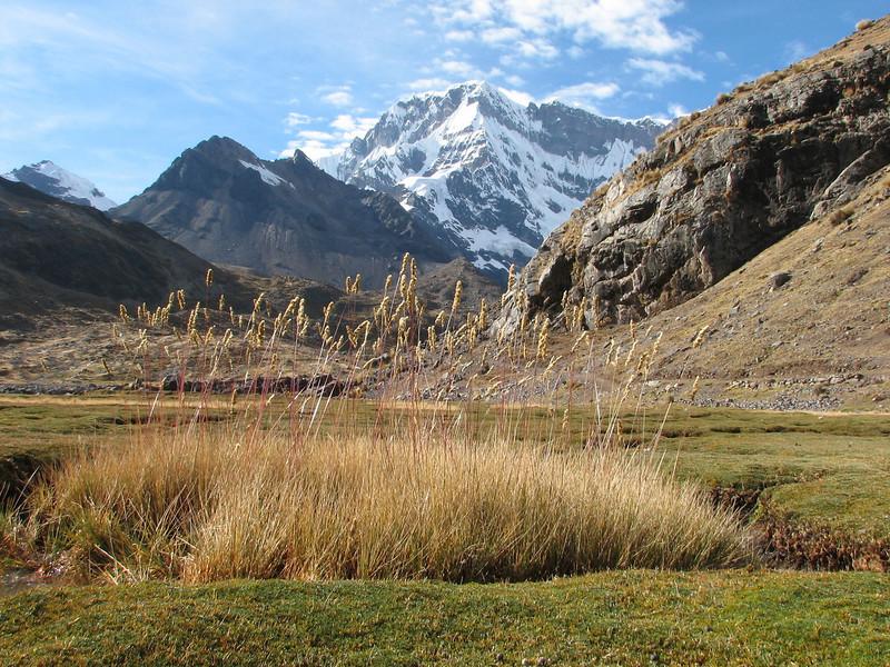landscape with the Nevado Jatunuma masif (Peru 2009, Upispampa- Arapapass 4770m - Auzangate pass 4870m - Auzangatecocha 4670m. Ausangate)