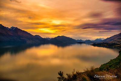 Orange skies of a lake Whakatipu sunset