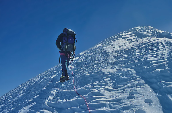 Approaching the summit of Western Lyskamm (4.481m), Italy