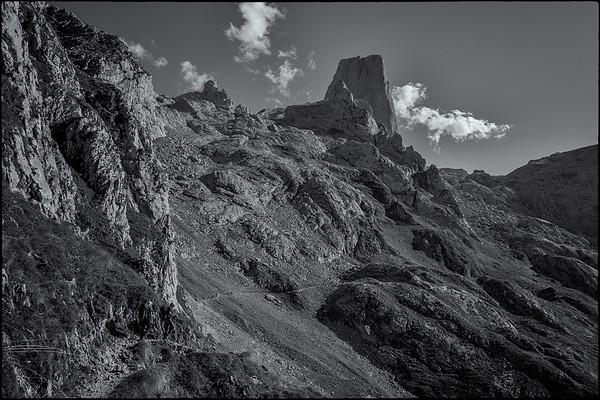 The path up to Urriellu
