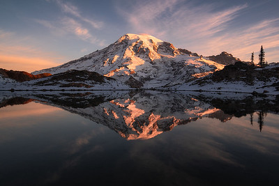 Mt Rainier during sunrise - Washington