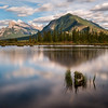 Mount Rundle visto desde Vermilion Lake