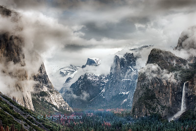 Winter foggy morning view from Tunnel View.