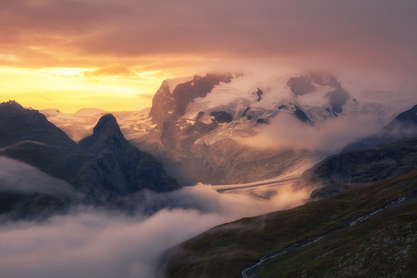 Dufourspitze in Cloud