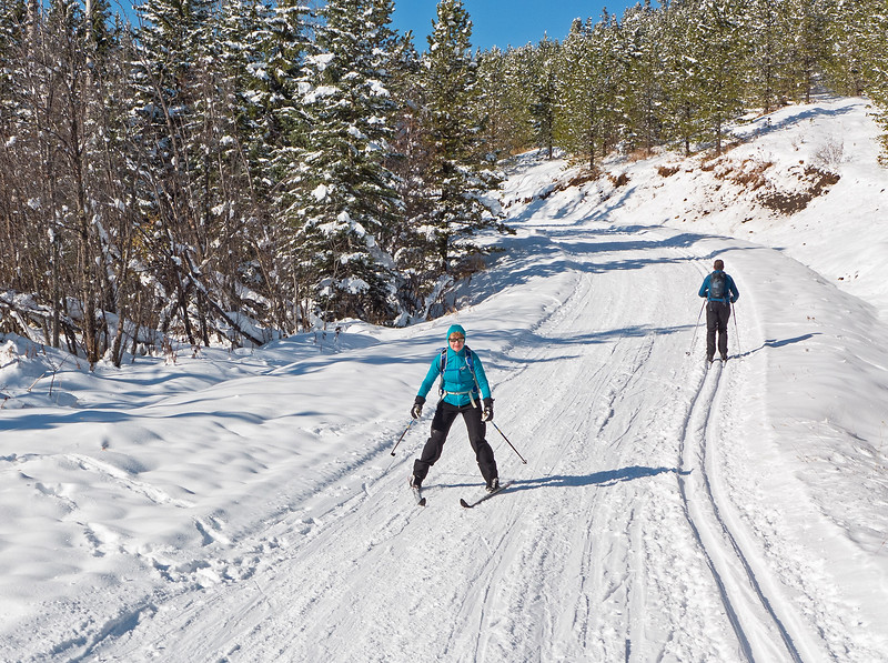 The long south facing downhill from the highpoint of Mountainview West was in great shape. Fast and fun, with none of the usual early season hazards at all.