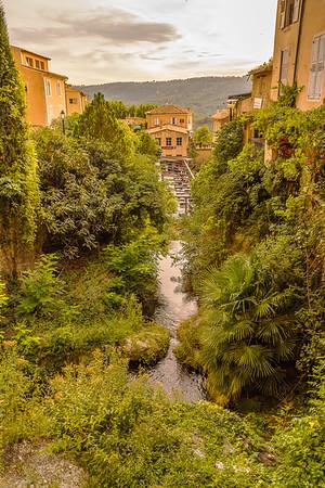 Moustiers Sainte-Marie, Alpes de Hautes Provence (04) - II
