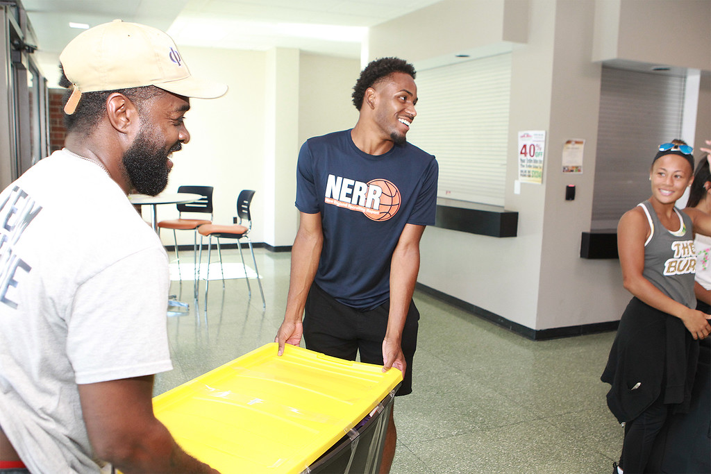 . Tayjaun Mckenzie from Lynn Ma moving in with his father helping out  SENTINEL&ENTERPRISE/Scott LaPrade