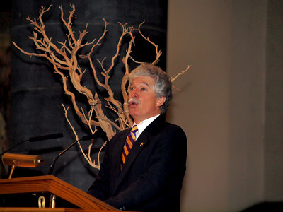 Joe De fazio, PMA '71, leads the hymns