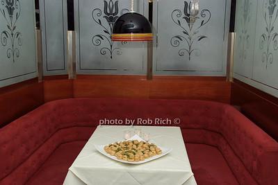 SANT AMBROEUS restaurant photo by Rob Rich © 2007 robwayne1@aol.com 516-676-3939