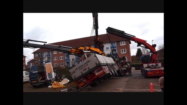 Crane accident, Jan. 2012. Video and photo: Martin Bager.