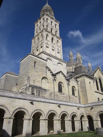 Cloister and tower(s) of cathedral in Perigueux.