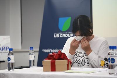 2021 оны тавдугаар сарын 31. Есөн дүүтэй Н.Ариунболор охинд Улаанбаатар групп байрны түлхүүр гардууллаа. ГЭРЭЛ ЗУРГИЙГ Д.ЗАНДАНБАТ/MPA