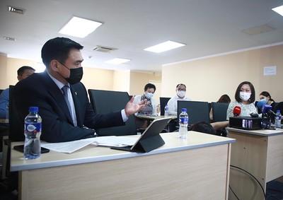 2021 оны долдугаар сарын 21. Шадар сайд, УОК-ын дарга С.Амарсайхан өнөөдөр Засгийн газрын хэрэгжүүлэгч агентлаг Эм, эмнэлгийн хэрэгслийн хяналт, зохицуулалтын газарт ажилалаа.  ГЭРЭЛ ЗУРГИЙГ Д.ЗАНДАНБАТ/MPA