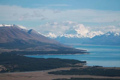 Views over Lake Pukaki to Aoraki Mt Cook