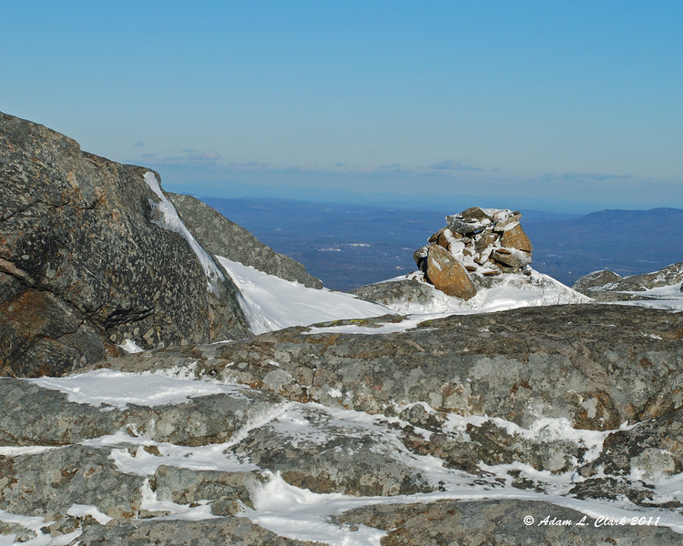 A small cairn just below the top of the Smith Summit Trail
