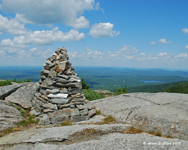 A large cairn marking the Pumpelly Trail