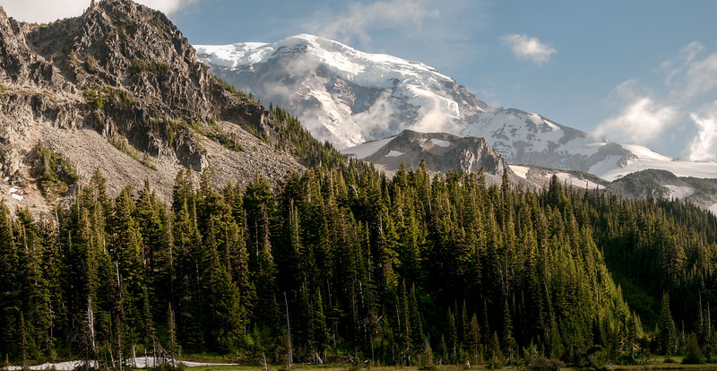 MDW Mineral Mountain Liberty Ridge and Willis Wall - Mystic Lake view - Mt. Rainier backpack