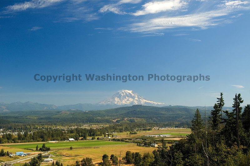 Mt Rainier from Puyallup 01