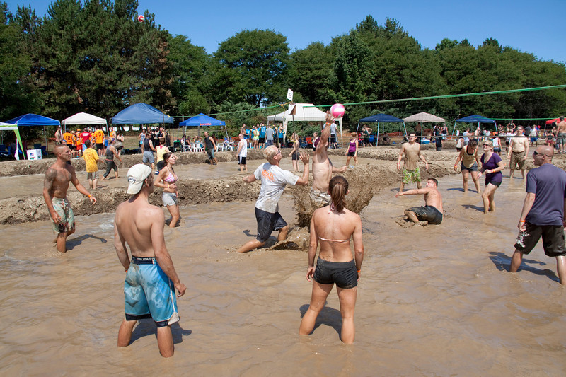 Mud Volleyball-9608a