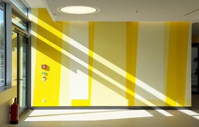 Farbwand Erdgeschoss Westausgang. Foto: Burghard Müller-Dannhausen