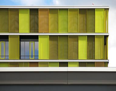 Gelb, grün und orange sind die bestimmenden Farben der Fassade. Foto: Burghard Müller-Dannhausen