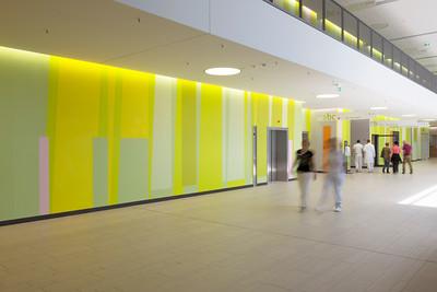 Seit August 2014 ist das Klinikum in Betrieb (bei der Eingangshalle im Erdgeschoss). Foto: Burghard Müller-Dannhausen