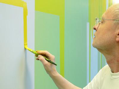 Der Künstler hat die Farben auf der gesamten Wand von Hand aufgetragen. Foto: Gisela Gehrke