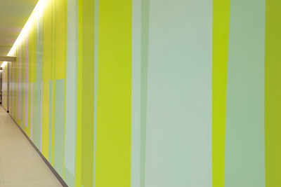 Farbwand Erdgeschoss Eingangshalle. Foto: Burghard Müller-Dannhausen