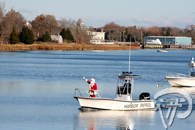 Santa arrived at Town Cove in Orleans this past Saturday. Santa sighting. WickedLocal.com/CapeCod December 2, 2008COMMUNITY NEWSPAPER COMPANY