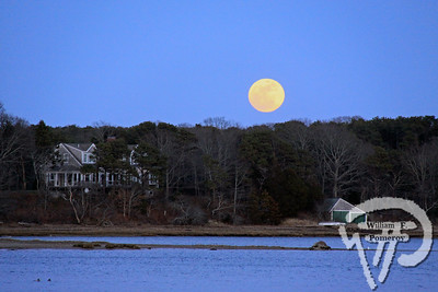 A full moon rises over Jacknife Point in Orleans early Sunday night. Full moon rising WickedLocal.com/CapeCod April 18, 2011COMMUNITY NEWSPAPER COMPANY