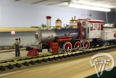 Model trains on exhibit