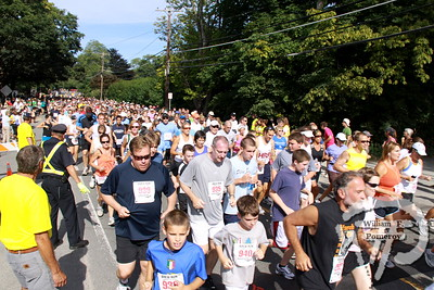 Participants in the Brew Runmake their way down Rte. 6Ain Brewster on Saturday afternoon. The Cape Codder AUGUST 20, 2010page 31