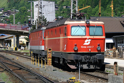 1044 090 at Schwarzach St Veit on 25th May 2005