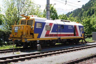1) X651 001-0 at Zell am See on 25th May 2005