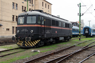 2) Floyd, 609 002 (92 55 0609 002-6 H-FLOYD) at Budapest Keleti Floyd Depot on 7th October 2013