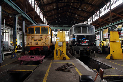 2) Floyd, 450 009 & 450 002 at Budapest Keleti Floyd Depot on 7th October 2013