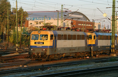432 244 (91 55 0432 244-6 H-MAVTR) at Budapest Keleti on 7th October 2013