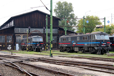 2) Floyd, 450 005 & 450 001 at Budapest Keleti Floyd Depot on 7th October 2013
