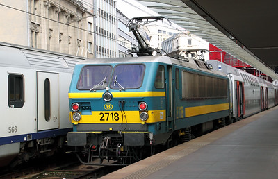 2718 at Antwerp Central on 6th September 2009