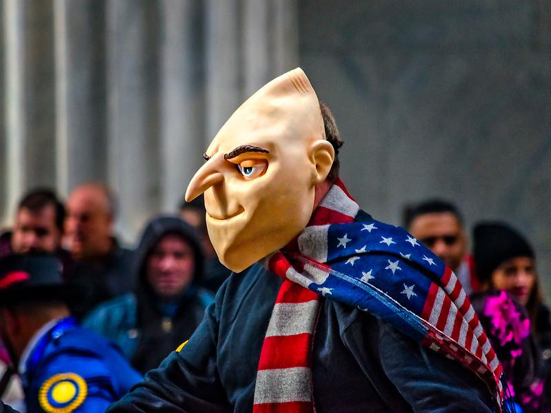 Felonius Gru, Flag Scraf, Spectators