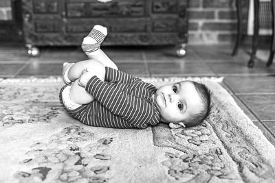 Elliot 7 months-20b&w