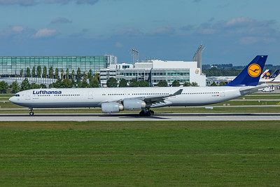 Lufthansa Airbus A340-642 D-AIHX 9-13-19