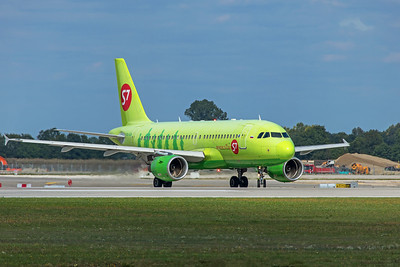 S7 - Siberia Airlines Airbus A319-111 VQ-BQW 9-12-19
