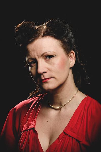 8 naista -näytelmän muotokuvat, Nutturlan makasiiniteatteri 2017