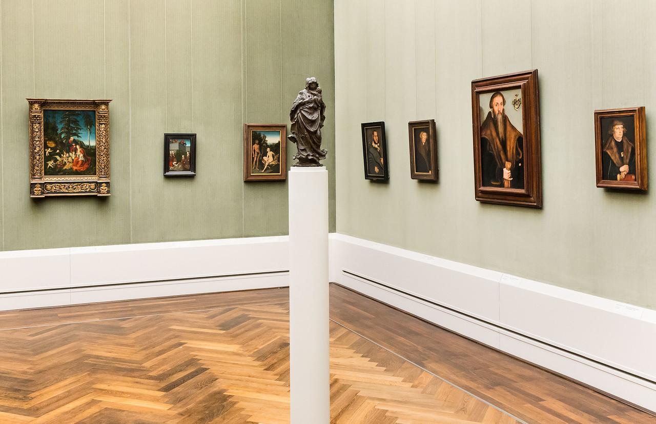 Bronzemadonna von Hans Leinberger in Raum 3 (Cranach d.Ä. + d.J.) [Gemäldegalerie Berlin]